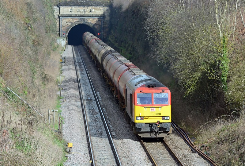 Behind the HST came the third 60 turn, the 6B33 Theale to Robeston, 60100 has 24 tanks in tow.
