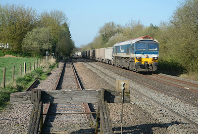 Final stone train of the day, 59102 Village of Chantry on a 30 wagon 7C64 from Acton to Merehead.