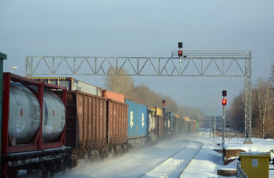 Whilst there were some conventional flats most containers were in the ubiquitous box wagons!