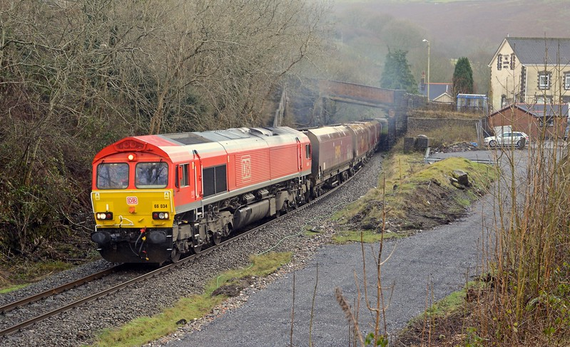 4V01 returns to Hope Cement as the loaded 6M77.