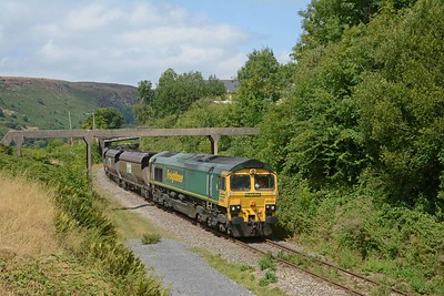 After the sheep ran up the embankment 66554 restarted its journey