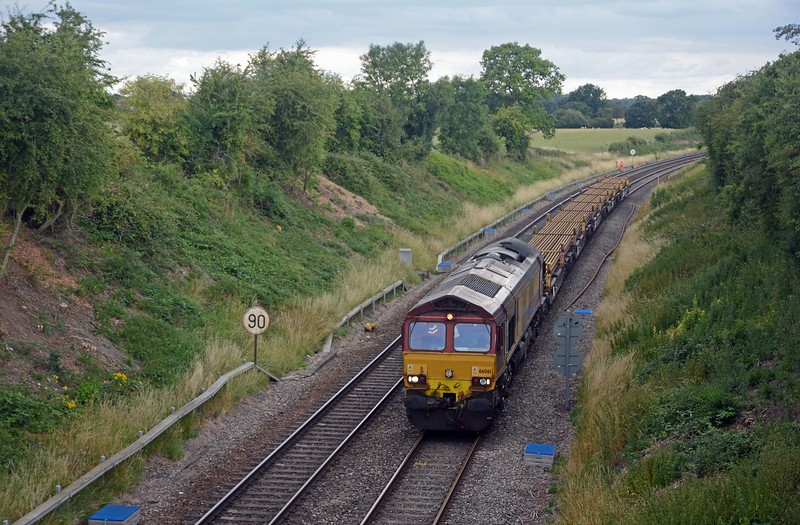 In the opposite direction and running some 61 minutes early the 6X01 Scunthorpe to Eastleigh, diverted on account of the Oxford blockade