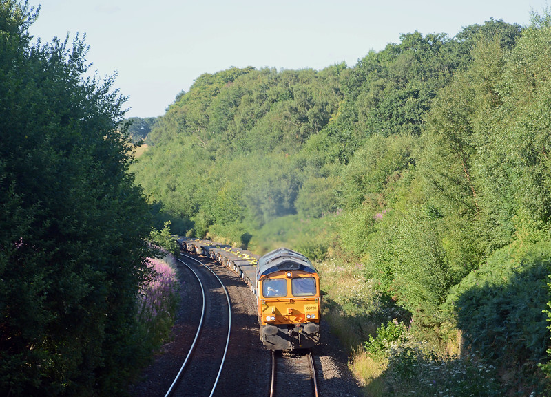 But the piece de resistance, albeit running 75 minutes late, was 66728 on 6Z81 Donnington to Cardiff Pengam military train, consisting of empty KWA and KFA flats. It had arrived at Donnington loaded earlier in the day after leaving Warminster on Sunday afternoon.