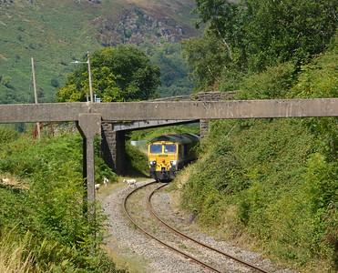 6C93 to Port Talbot was away from Cwmbargoed some 80 minutes before scheduled time. Just as well as 66554 came to a halt under Colliery Row after inducing panic in a flock of sheep which had been relaxing in the shade under the bridge.