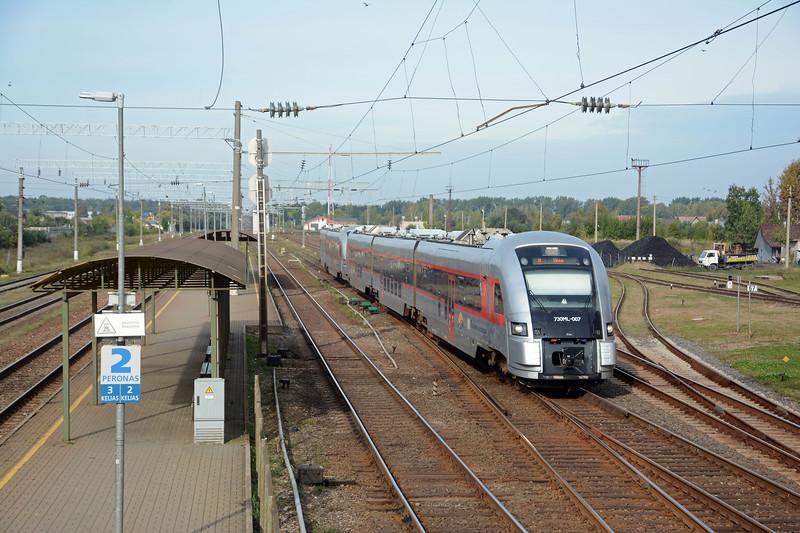 These are LG's latest DMUs, Pesa's 730ML. This pair is on the 06:40 Klaipeda to Vilnius (Kaišiadorys 10:10).
