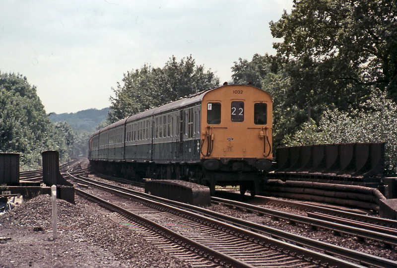 At Orpington class 202 (6L) 1032 racing through on a Hastings to Charing Cross service.