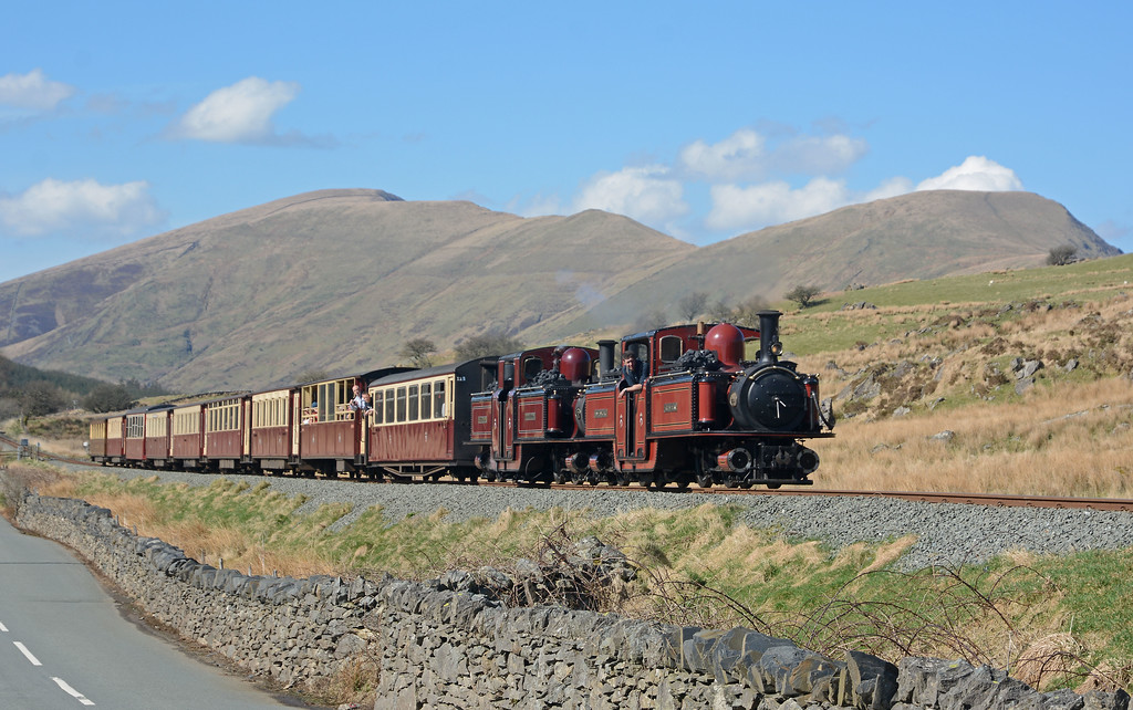 Having crossed the 14:15 ex-Porthmadog the14:20 is climbing the last few hundred metres to Pitts Head Summit.