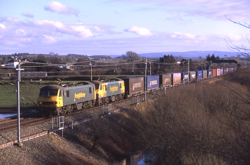 90041 and 90045 running around 50 late pass Holme with the Daventry - Mossend Rusell intermodal, 13/3/2018