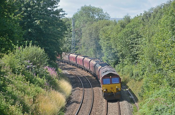 The Pacers were followed by 6C93 from Cwmbargoed, climbing towards Caerphilly Tunnel (1980 yards)