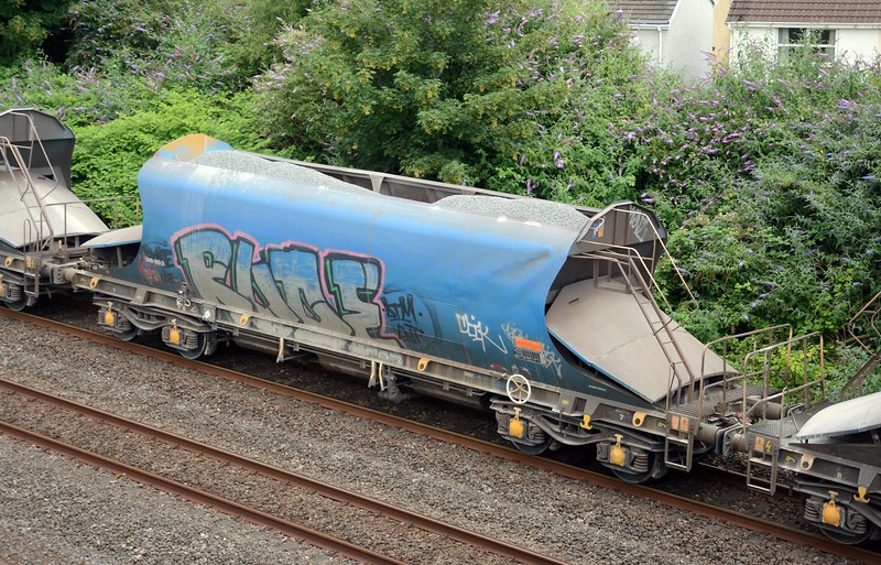 Almost all the JRA wagons on this flow are badly tagged. After recessing at Pengam the loads proceed to Colnbrook early tomorrow morning.