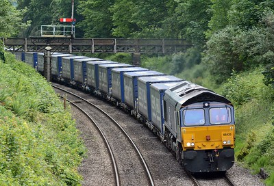 66425 is on the diverted Tesco Express, 4M38 from Wentloog to Daventry.