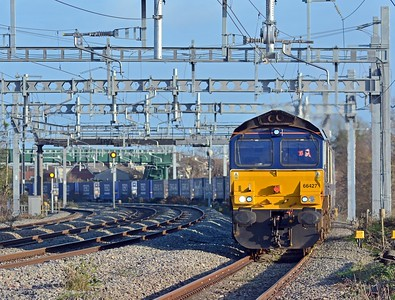 66427 with 30 loaded platforms, a mix of Less CO2 curtainsiders and Tesco 45' boxes.