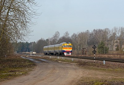 For the rest of the day I drove to the outskirts of town to where I could be certain of seeing any train which arrived or left Daugavpils on the line to Krustpils and ultimately Riga or Ventspils. No sooner had I arrived than the protecting signal cleared and the morning DR1A DMU from Riga arrived. Originally built  from 1976 onwards by RVR (Rīgas Vagonbūves Rūpnīca), the specialist MU builder of the USSR, today they can still be found in Latvia, Lithuania, Belarus and Ukraine.