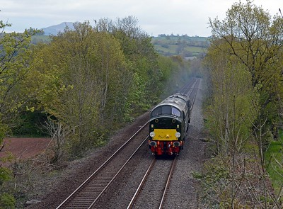 And here are the LSL duo, 40013 and 37667. The 40's EE 12SVT engine was making a very pleasant rasping sound as it climbs away from the bridge over the Usk. Heaven knows the quantity of pollutants a 60 year old diesel emits.