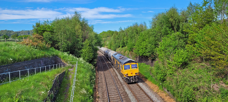 I'm very surprised that 66707 needs a driver anymore, it must know the route from Penyffordd to Avonmouth blindfold it's been on this duty so long 😀