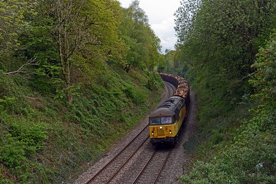 6Z51 was looped at Panteg this evening to allow the 15:07 Milford Haven to Manchester Piccadilly to pass.