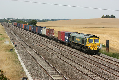 66541 passes Cholsey Manor Farm with Crewe Basford Hall - Southampton 26/7/14