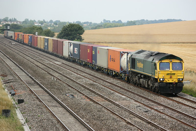 66587 passes Cholsey Manor Farm with 1057 Wentloog - Southampton 26/7/14