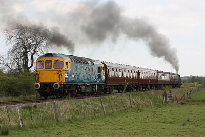 33102 banks the 1510 Froghall - Ipstones (69621) away from Lower Lady Meadows Crossing near Ipstones 3/5/14