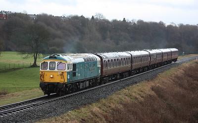 33109 'Captain Bill Smith RNR' approaches Burrs with 1505 Heywood - Rawtenstall 1/3/15