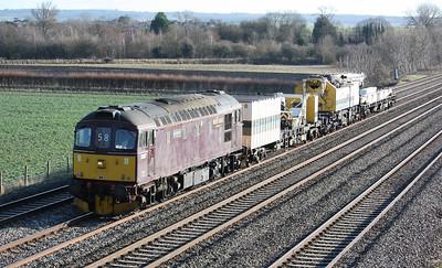 33207 'Jim Martin' passes Cholsey working 6Z58 1058 Woking Yard - Oxford Hinksey Yard 14/1/14