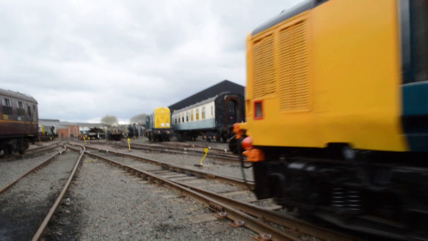 VIDEO. <br /> 37401 runs though Bo'ness yard