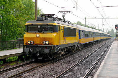 1736 brings an Intercity service from Amsterdam CS southbound past Dordrecht Zuid. 10th June 2004.