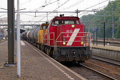6512 'Peter' & 6507 head a mixed freight northbound through Dordrecht. 10th June 2004.