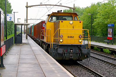 6462 'Olga' heads a container train for Rotterdam Docks through Dordrecht Zuid. 10th June 2004.