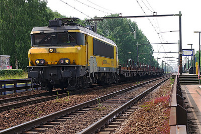 Railion Netherlands 1610 heads north through Dordrecht Zuid with empty flat wagons. 10th June 2004.