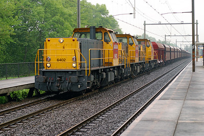 6402 'Marinus', 6459 'Anton' & 6435 'Joop' head loaded hoppers south through Dordrecht Zuid. 10th June 2004.