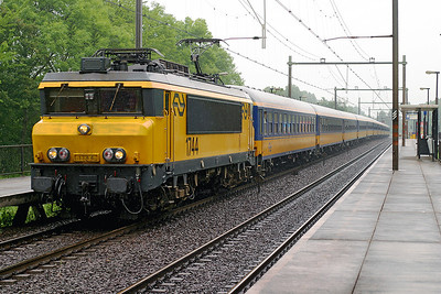1744 heads a southbound Intercity working through Dordrecht Zuid. 10th June 2004.