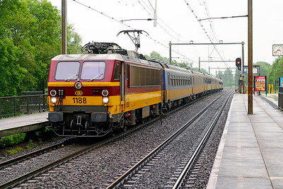 1188 brings another afternoon Amsterdam CS to Brussels Midi service through Dordrecht Zuid. 10th June 2004.