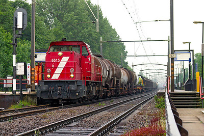6515 heads a northbound mixed freight through Dordrecht Zuid as another Class member disappears light engine in the background. 10th June 2004.