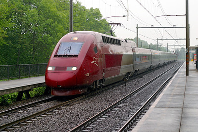 Thalys 4345 forms an Amsterdam to Paris service passing Dordrecht Zuid. 10th June 2004.