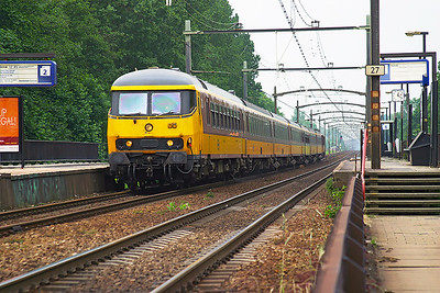 1182 pushes northbound through Dordrecht Zuid with a Brussels Midi to Amsterdam CS service. 10th June 2004.