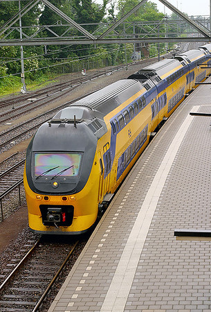 Regio Runner 9413 runs into Dordrecht on a southbound stopping service. 10th June 2004.