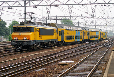1729 pushes a double deck service away from Dordrecht to Amsterdam CS. 10th June 2004.
