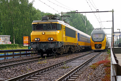 1847 heads north with an Intercity service for Amsterdam CS as an IRM Regio Runner calls at Dordrecht Zuid. 10th June 2004.