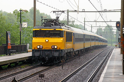 1853 passes Dordrecht Zuid on a southbound Intercity service. 10th June 2004.