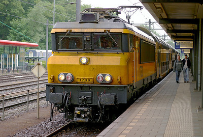 1730 waits to depart from Dordrecht on a stopping service from Amsterdam CS to Roosendaal. 10th June 2004.