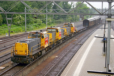 Super power for 4 wagons as 6428 'Dirk', 6447 'Maurits' & 6433 'Han' head along the freight line at Dordrecht. 10th June 2004.