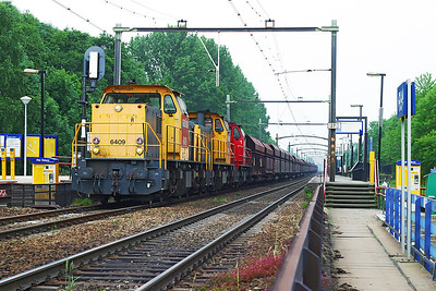 6409 'Herman', 6444 'Eeltje' & 6404 'Johan' head empty hoppers northbound through Dordrecht Zuid. 10th June 2004.
