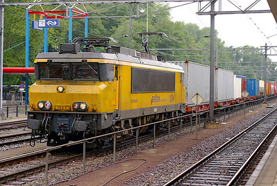 1604 'Dordrecht' passes through it's namesake station with a container train from Rotterdam Docks. 10th June 2004.