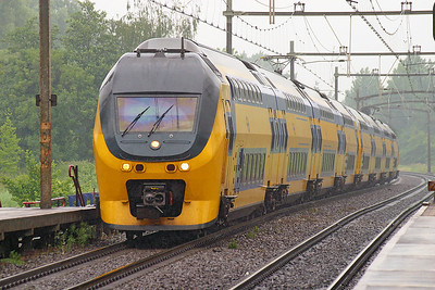 IRM Regio Runners' 9417 & 9478 pass Dordrecht Zuid on a southbound semi-fast service. 10th June 2004.