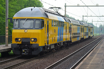 7849 arrives at Dordrecht Zuid on a southbound stopping service. This Class of EMU has now been rebuilt into the 7500 & 7600 Class. 10th June 2004.