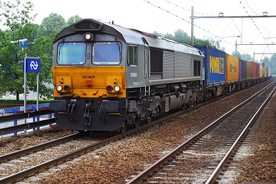 ERS Class 66 6609 brings a container train from Rotterdam southbound through Dordrecht Zuid. 10th June 2004.