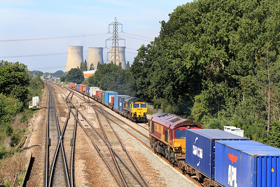 66501 heads the 4O51 09.58 Cardiff Wentloog to Southampton Freightliner past Didcot East Junction and passes 66044 heading the 4M66 09.32 Southampton Docks to Birch Coppice Intermodal. 02/09/2011