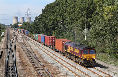 66156 is on the 'up' slow at Didcot East Junction with 4O23 11.13 Hams Hall to Southampton Docks Intermodal. 02/09/2011