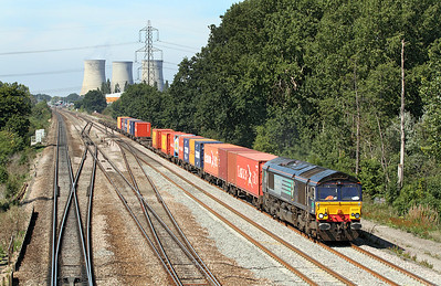 66417 has charge of 4L32 11.00 Bristol West Freighliner Depot to Tilbury Wineliner at Didcot East Junction. 02/09/2011